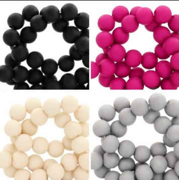 Perlen Sets in zueinander passenden Farben